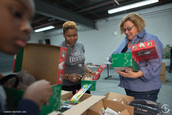 operation christmas child samaritan's purse volunteers