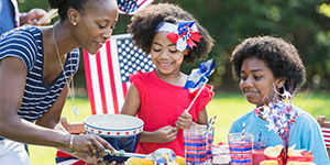 july 4 party planning independence day tips games activities potluck