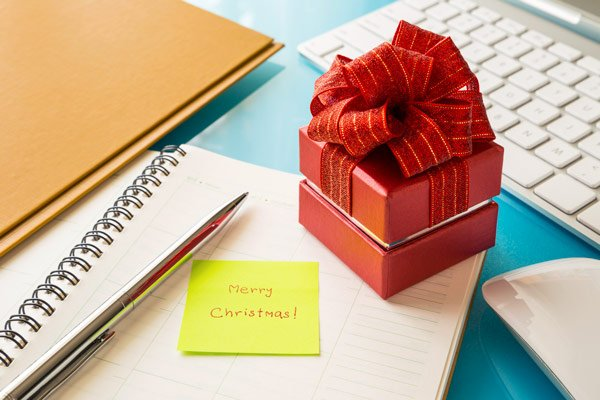 35 easy holiday gift ideas for co workers