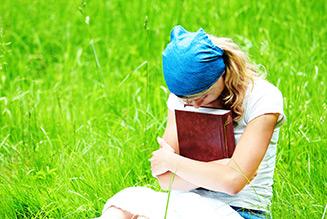 girl praying bible