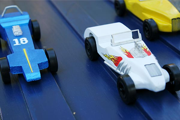 pinewood derby car race scouts