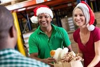 20 Tips for Your Nonprofit to Maximize Christmas Volunteering